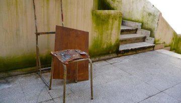 com una cadira - anna Dot