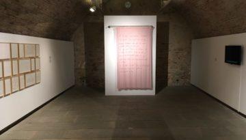 """Vista general de l'exposició """"Parlo com donant / que és desaparèixer"""", a Can Palauet, MAC Mataró"""